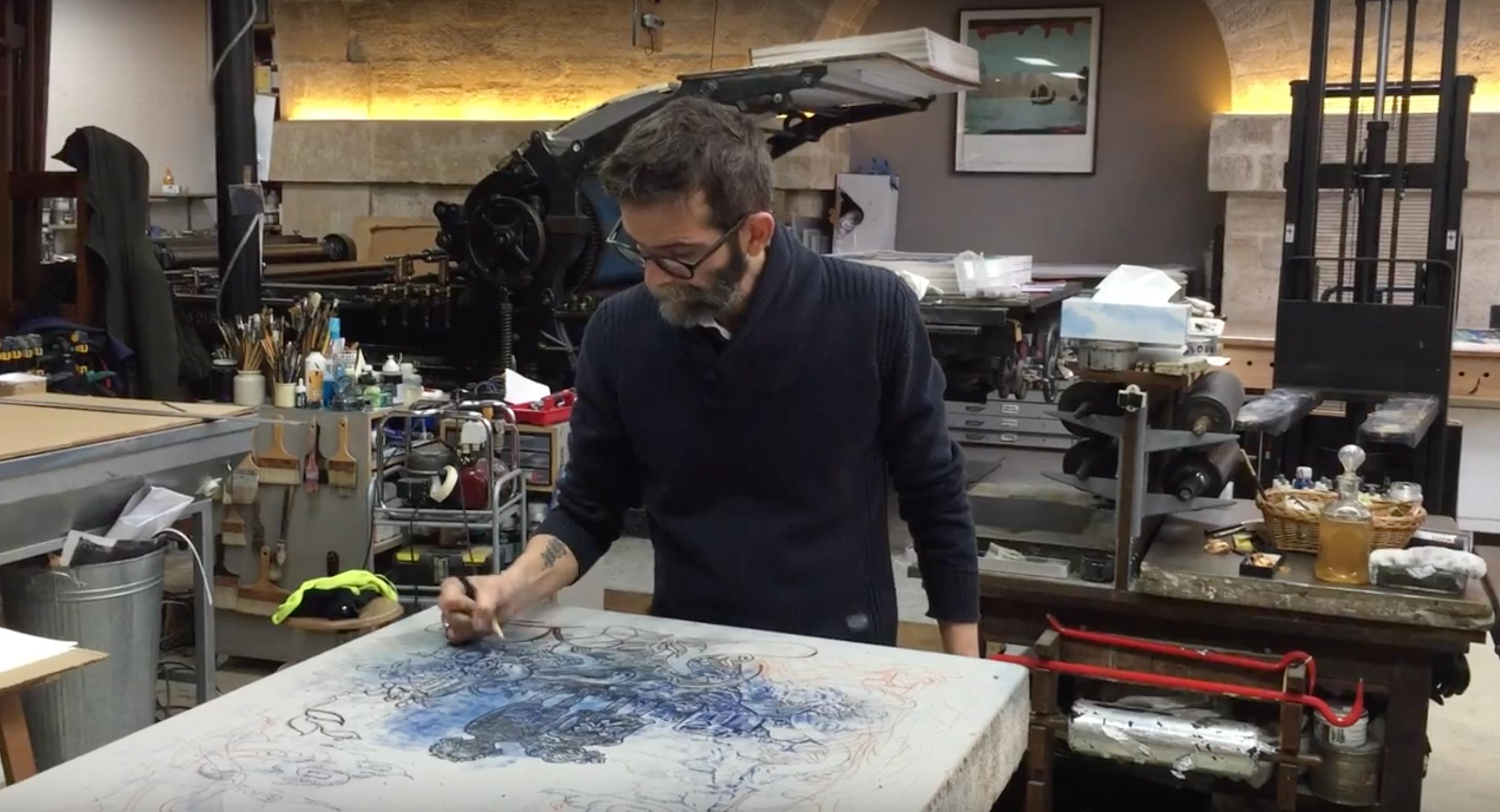 Video - Winshluss travaillant sur le dessin de la lithographie Over The Rainbow