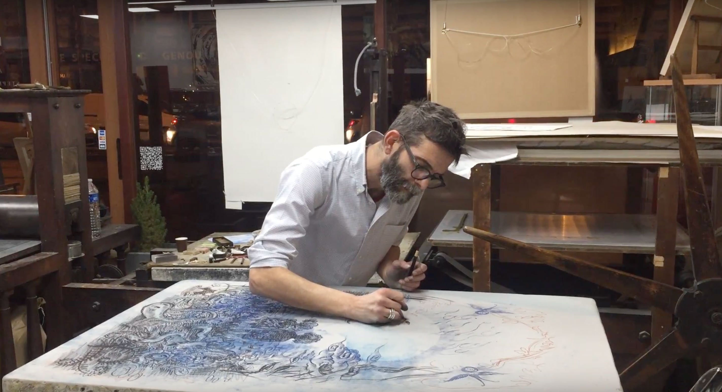 Video - Winshluss travaillant sur le dessin de la lithographie Over The Rainbow (suite)